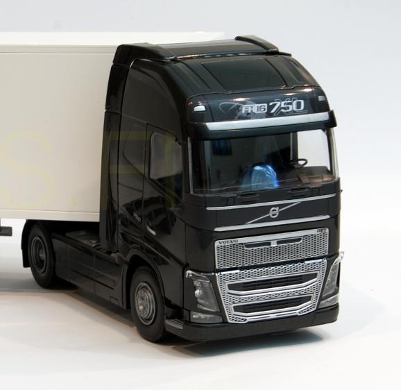 Emek 81333e Volvo Fh16 750 Black Tractor Unit